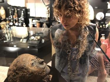 """Helena R. Olmo en Onda Cero: """"Los budistas se auto-momificaban mediante un proceso que duraba 10 años"""""""