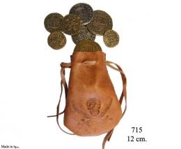 Bolsa e piel con 8 monedas.