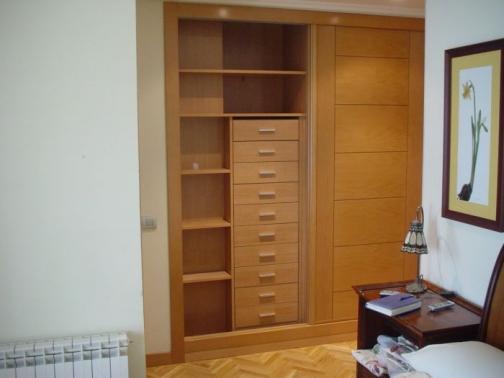 Interior de armario en haya genil con cajonera y m dulo de balda puertas garcisanz - Cajoneras armarios empotrados ...