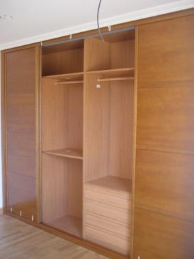 Interior de armario melamina de cerezo modulo de ropa - Cajoneras interior armario ...