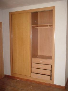 Interior de armario con ropa corta y cajonera de 4 cajones - Cajonera interior armario ...