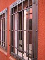 Instalación de rejas castellanas en vivienda unifamiliar.