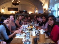 De cena de celebración con Helmeca