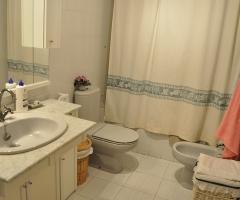Baño en dormitorio principal