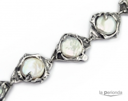 Pulsera de plata de ley y perlas.