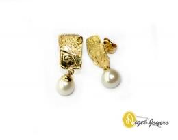 Pendientes de oro y perla