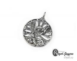 Medallón de cuna de plata de ley.
