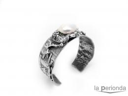 brazalete de plata con perla