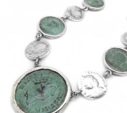collar romano plata moneda
