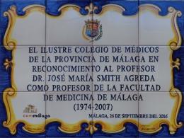 Rótulo conmemorativo de azulejos de cerámica  colegio de médicos
