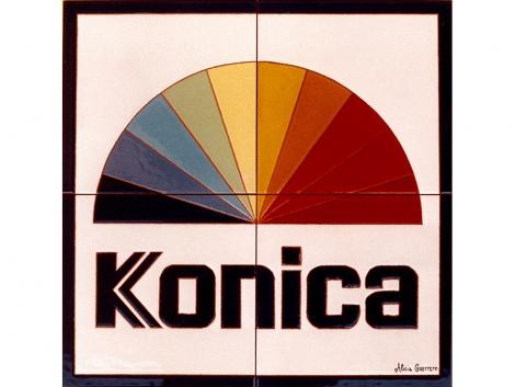 Mural de azulejos de cerámica con logotipo de konica