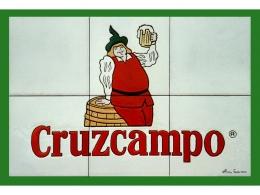 Mural de azulejos de cerámica con logotipo de Cruzcampo