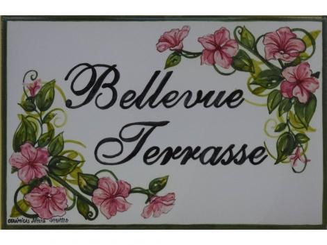 Rotulación en placa de cerámica para casa con flores