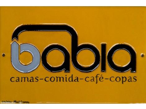 Azulejo de cerámica con logotipo Babia