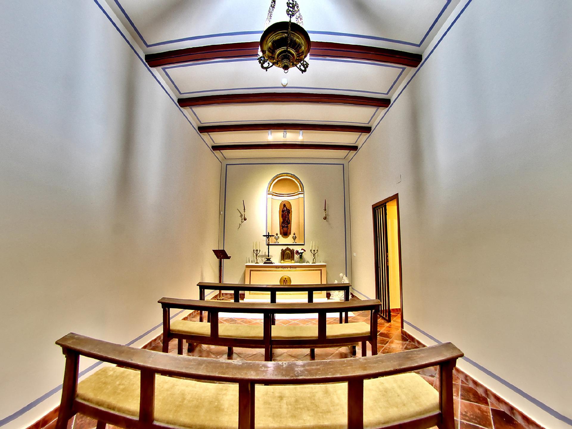 Interiores finca san agustin for Titulo decorador de interiores