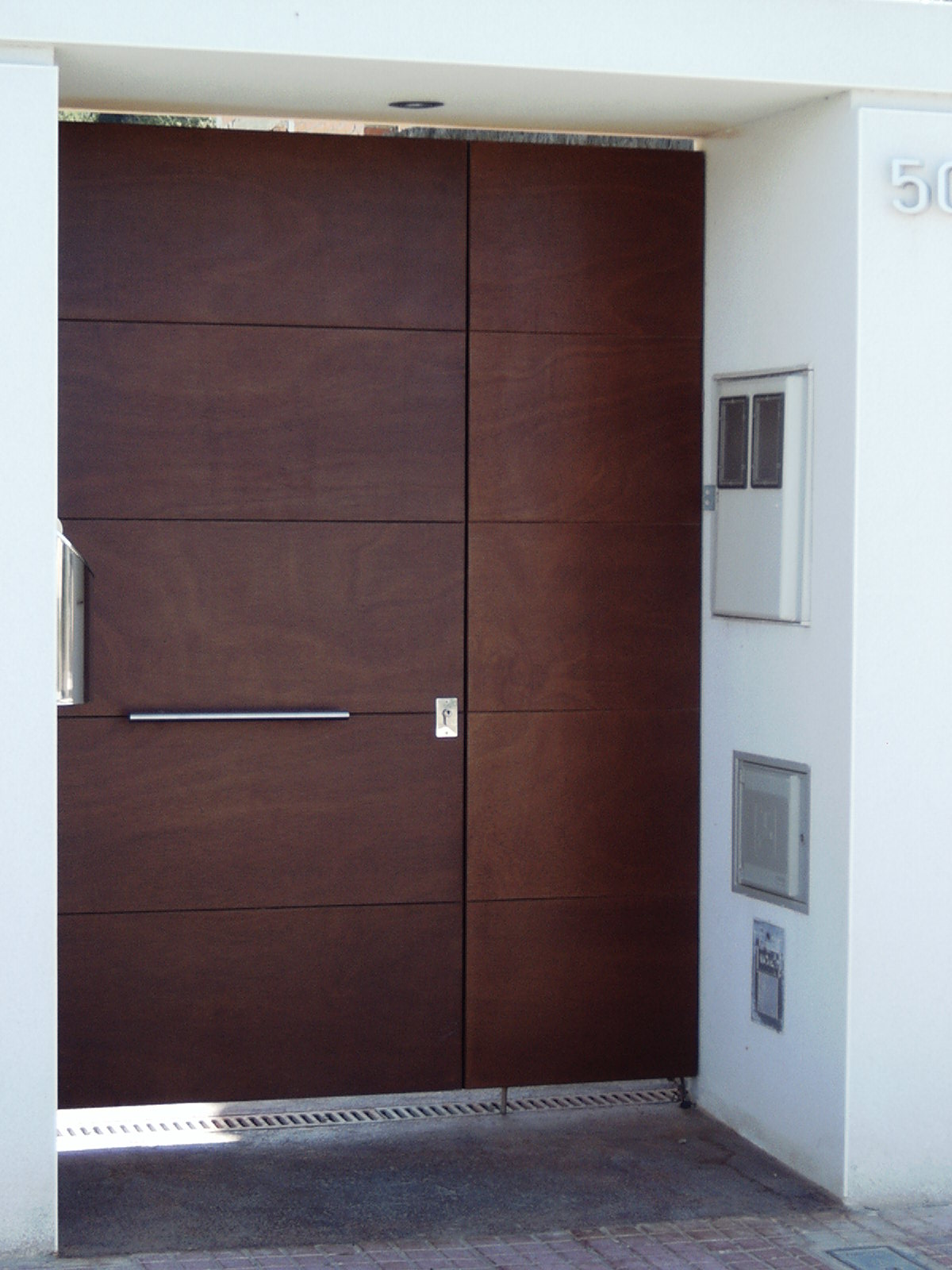 Acero corten oxidado grupo inoxmetal construcciones for Puertas de chapa para exterior