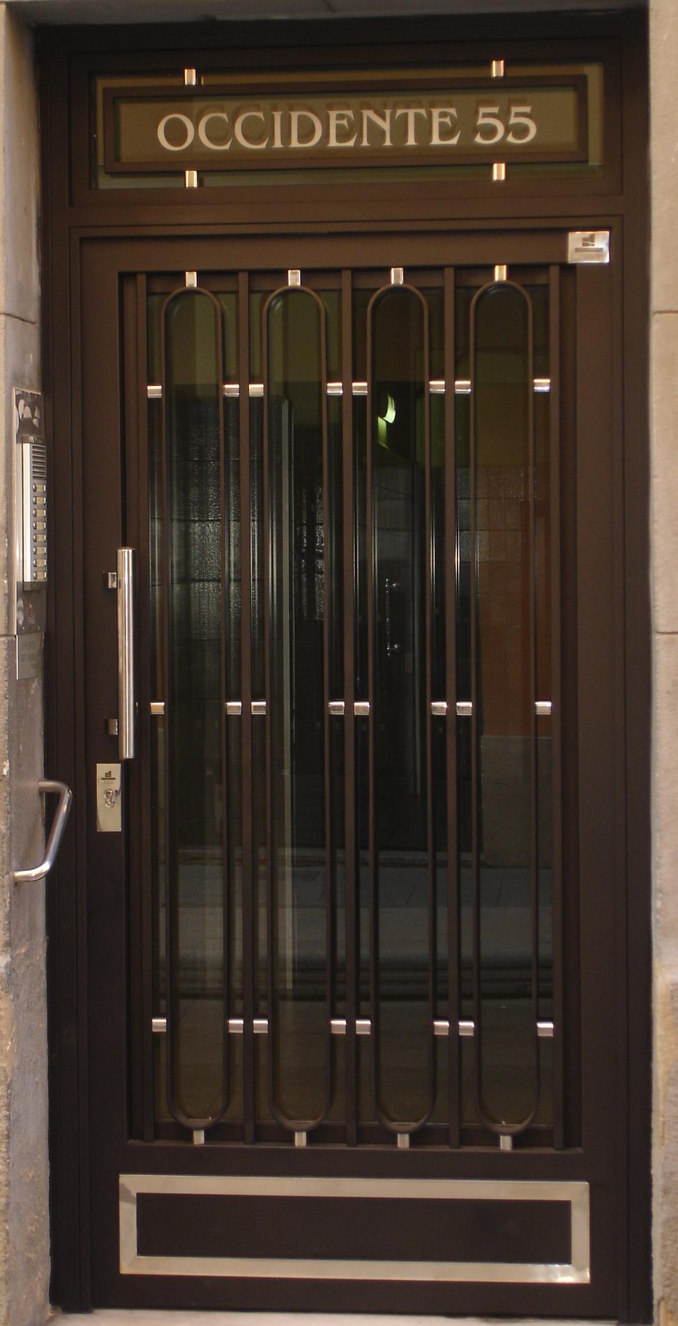 Puertas De Hierro Comunidad Grupo Inoxmetal Construcciones Met Lica ~ Puertas Hierro Exterior Fachadas