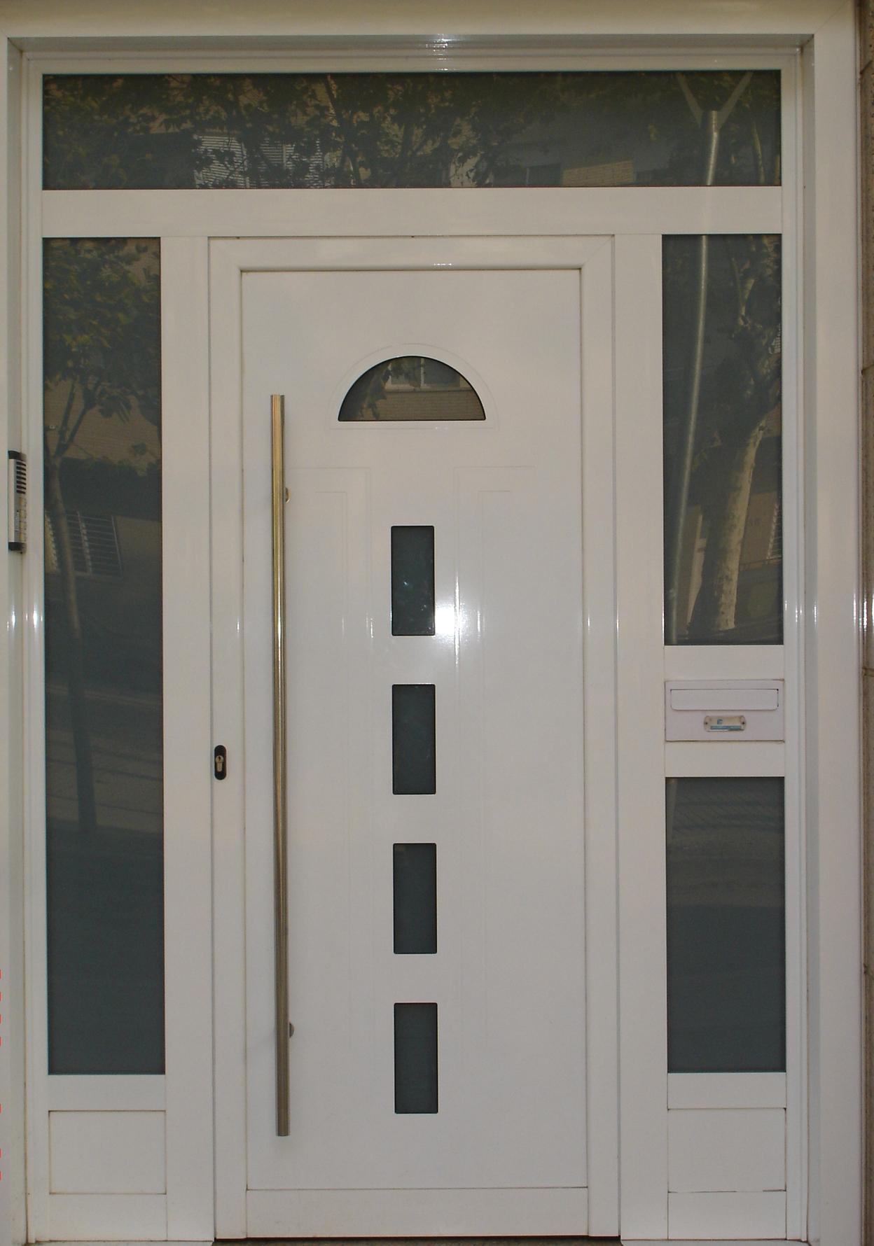 Grupo inoxmetal construcciones met lica for Modelos de puertas metalicas
