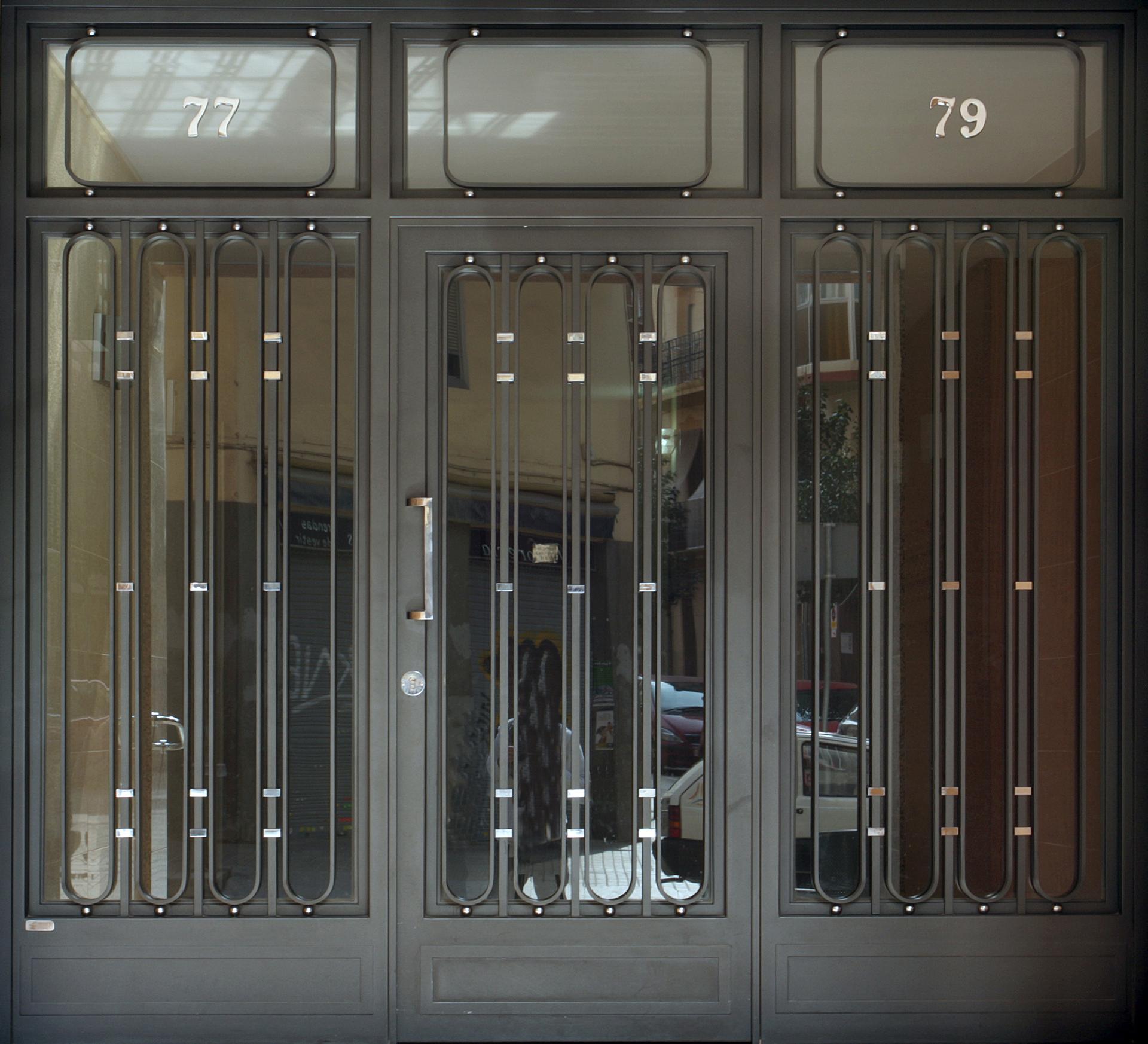 Modelos de puertas de hierro fotos de casas de estilo for Modelos de puertas principales de fierro