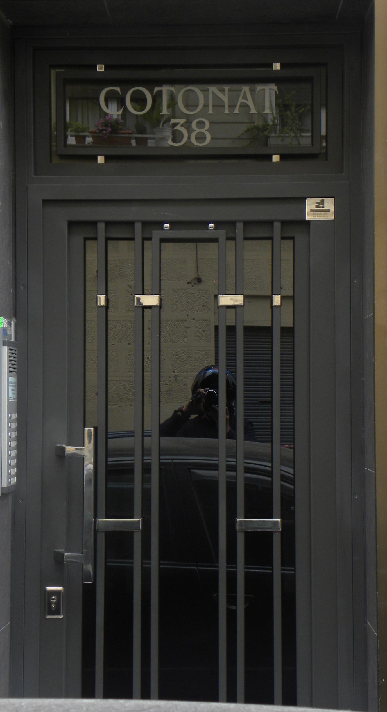 Puertas de hierro comunidad grupo inoxmetal for Puertas de fierro interiores