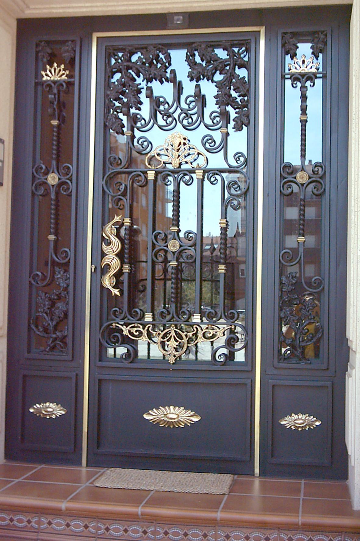 Modelos de puertas de hierro materiales de construcci n for Modelos de puertas de fierro modernas