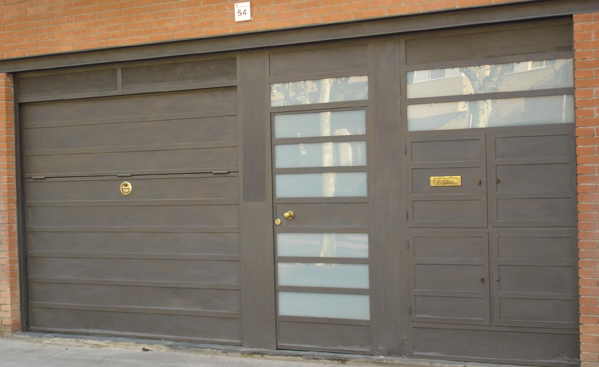 Puertas de garaje grupo inoxmetal construcciones met lica for Puertas metalicas