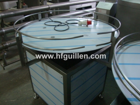 ACCUMULATION ROTATING TABLE FOR CONTAINERS
