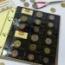 Incluye una cartulina separadora amarilla diseño Hefar