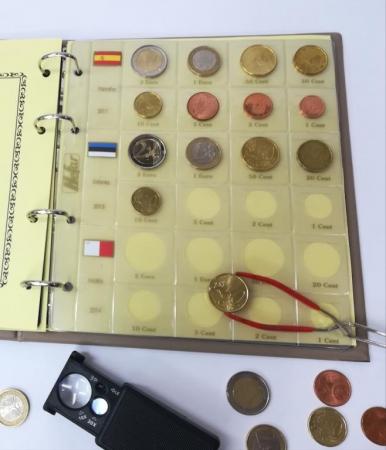 Paquete de 5 hojas de Monedas para Euros para 3 juegos o años. Cuerpo interior transparente. Incluye Juego de Etiquetas Grande. 186x210 cm