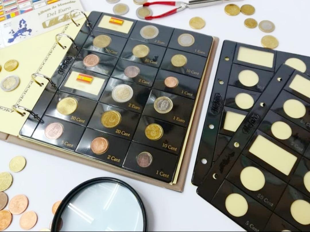 Paquete de 6 Hojas para Monedas del Euros para 12 Años o Paises.  Mas juego de etiquetas adhesivas 186x210mm