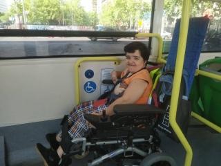 Leticia viaja en autobus