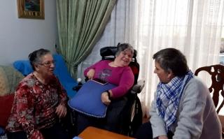 DANIELA Y YOLANDA VISITANDO A AZUCENA EN SU DOMICILIO