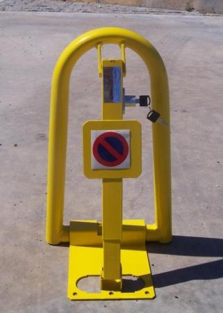 Valla de parking - Cepo guarda plazas modelo V con cerradura