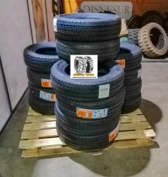 Neumáticos en pila