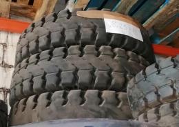 825x15 rueda maciza usada  para carretilla elevadora