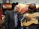 Stevie Wonder prueba las guitarras Manuel Rodriguez