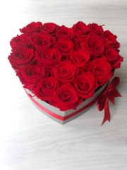HEART SHAPE BOX WITH ROSES