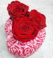 THREE ETRNAL RED ROSES WITH HEART