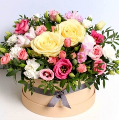 PASTEL ROSES IN A HAT BOX