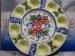 Fuente de patatas con ocho salsas decorada a mano