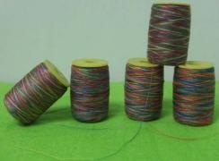 Bobina de hilo multicolor