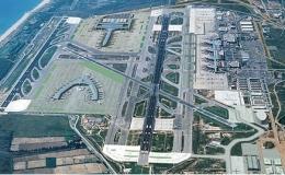 Eje viario de conexión entre terminales del aeropuerto de Barcelona (España)