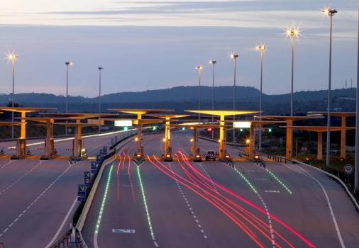 Los colectivos del transporte rechazan el plan de Fomento del peaje obligatorio