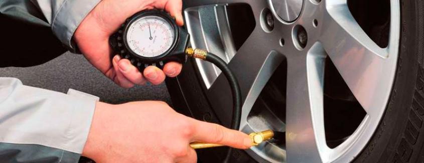 Cómo saber la presión adecuada de los neumáticos