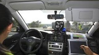 Coche De la Guardia Civil en un control de velocidad