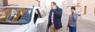 Padres móvil al volante