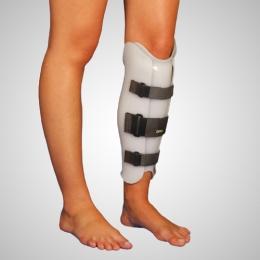 Ortesis de rodilla a pie con apoyo anterior en tendón rotuliano y supracondilar, A MEDIDA
