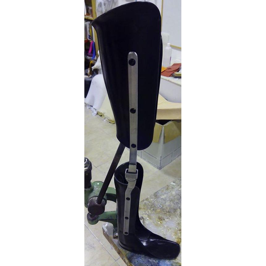 femoral laminado en resina con articulación de rodilla y articulación de tobillo, A MEDIDA