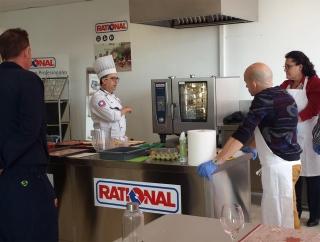 Juan Orellana (Chef Rational) impartiendo la Academy a los asistentes