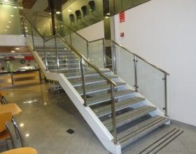 Barandillas y Escaleras de Cristal